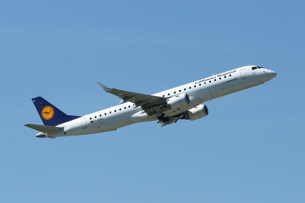 Embraer 195 von Lufthansa Regional kurz nach dem Start am Flughafen München