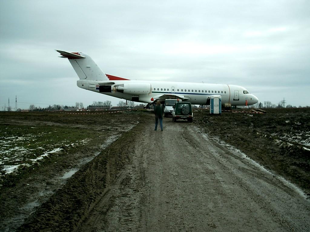 Die Fokker 70 OE-LFO einige Tage nach der Notlandung Foto: Wiki Commons