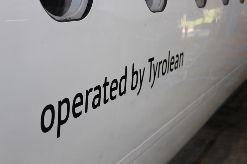 """Schriftzug """"Operated by Tyrolean"""""""