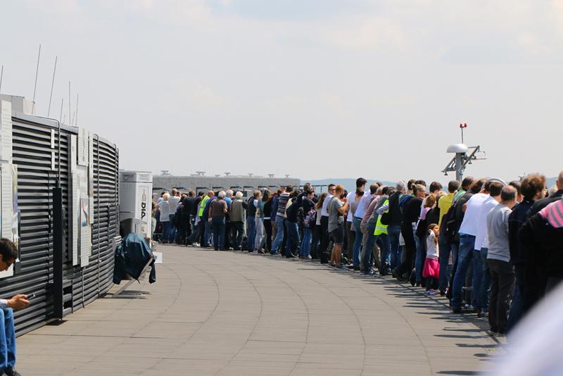 Nicht nur das bestaunte Flugzeug, auch das Interesse an der Landung des A380 von Emirates am Flughafen Wien war groß